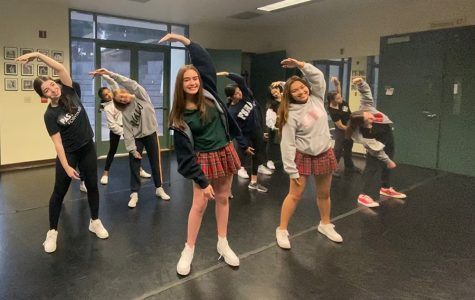 Jacqueline Fitzpatrick '22 and Caitlin Cruz '22 joined a block of Dance I and II for an early morning warm-up.